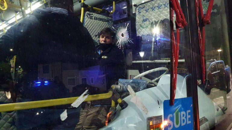 Una policía mató a un chico de 15 años que subió a robar a un colectivo