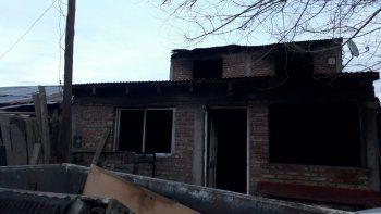 Voraz incendio destruyó todo en una casa, menos la biblia