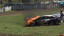 a urcera se le prendio fuego el auto en plena carrera