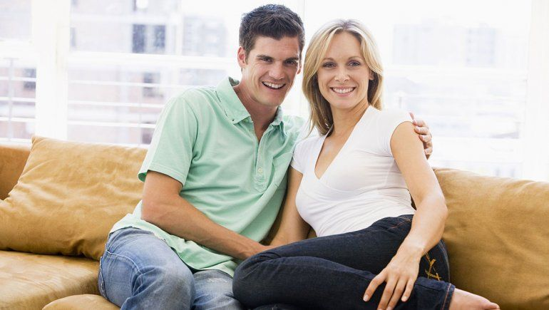 Cubbing: el placer de una relación en la que ella es mayor que él