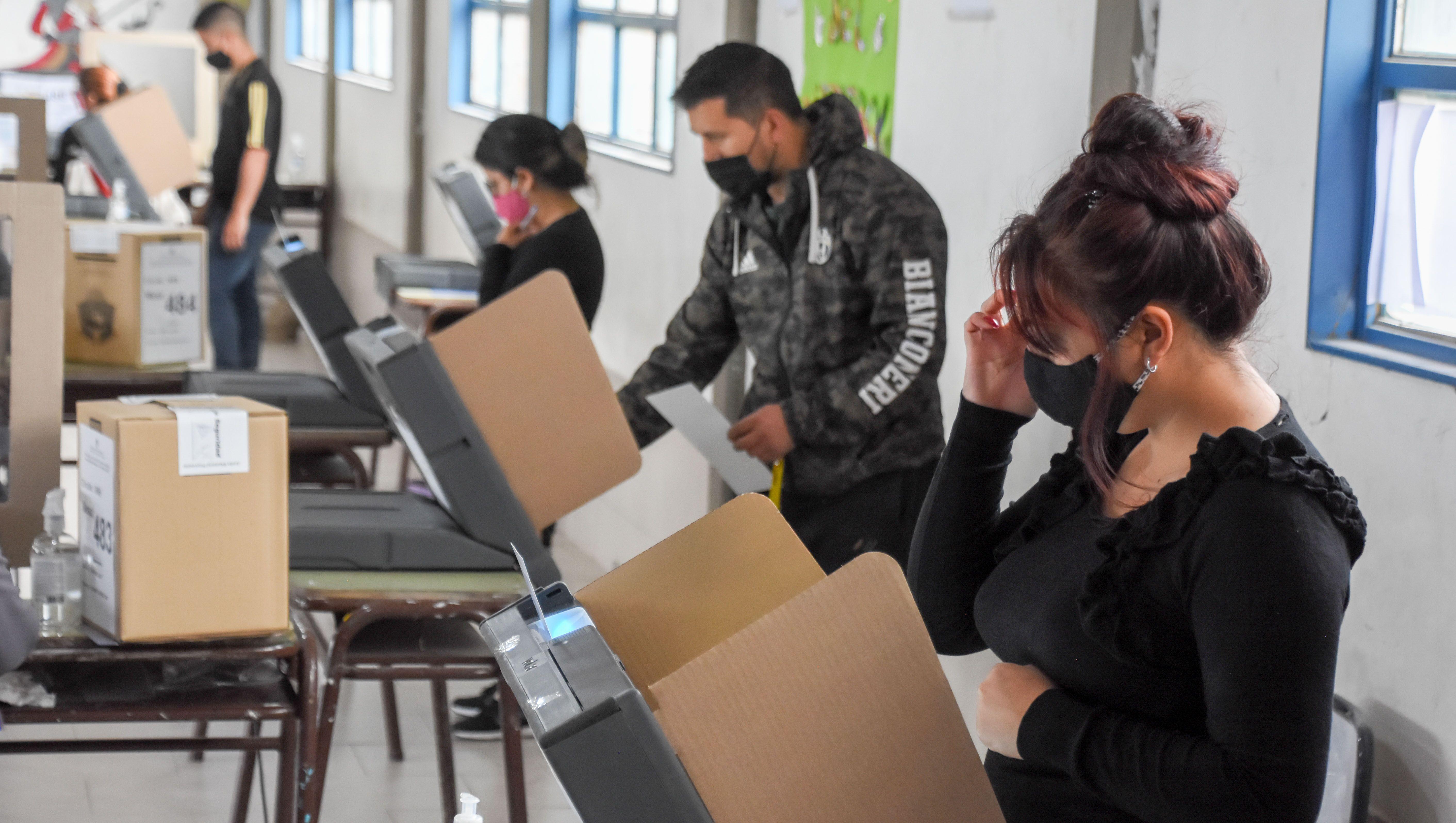 a que hora se conoceran los resultados de las elecciones en neuquen