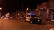 atacaron con bombas molotov a policias que custodiaban la escena de un crimen
