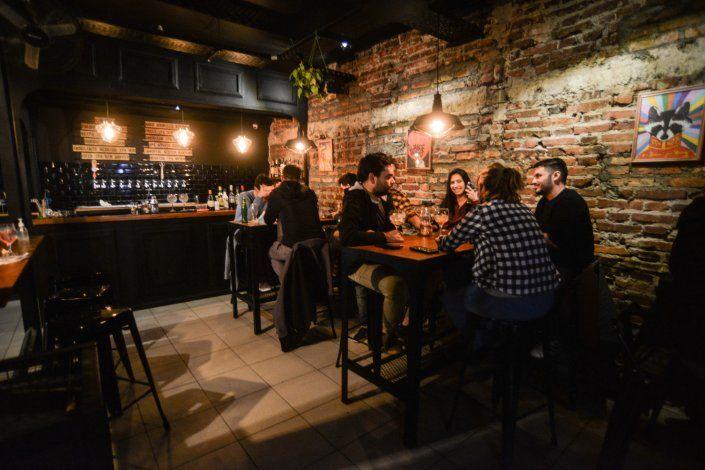 ¿Cuánto cuesta una salida low cost por los bares de Neuquén?