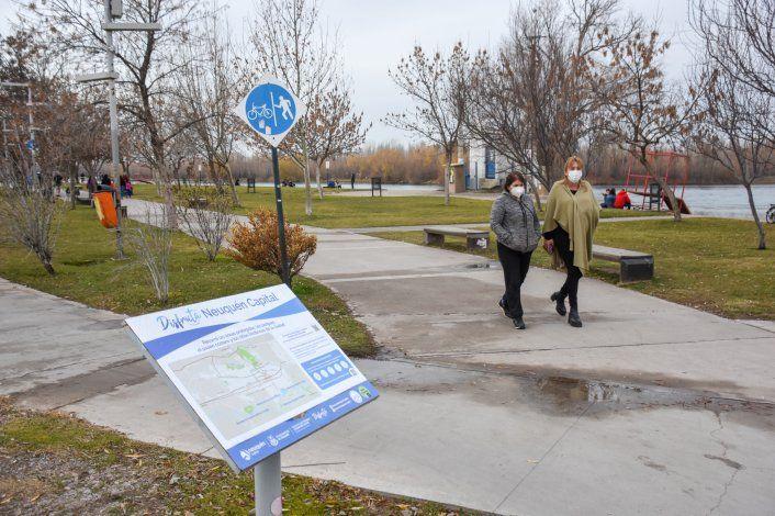 Uno de los atractivos en la ciudad para los turistas son las visitas al río Limay y Parque Norte organizadas por las Municipalidad.