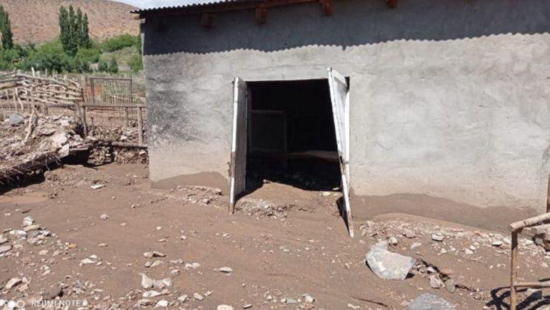 Así fue el momento en el que el agua arrasa una casa en Barrancas