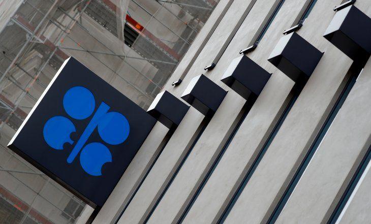 Imagen de archivo del logo de la Organización de Países Exportadores de Petróleo (OPEP) afuera de su sede en Viena
