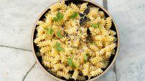 receta popular: fideos, manteca, queso y un toque especial
