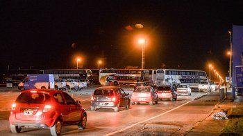 Transportistas bloquean los puentes carreteros con sus colectivos