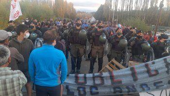 tension en el corte de junin: gendarmeria separo a autoconvocados y varados