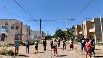 Vecinos de 10 loteos de Centenario denunciaron que no tienen agua.