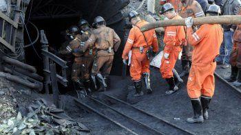 hay 12 mineros atrapados desde hace una semana