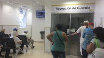 indignacion: un medico fue a trabajar con covid y atendio a 23 personas
