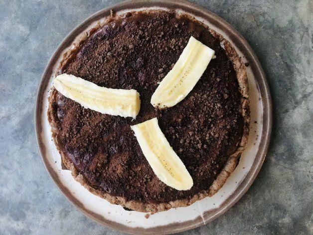 Una receta para golosos: torta de banana, chocolate y dulce de leche