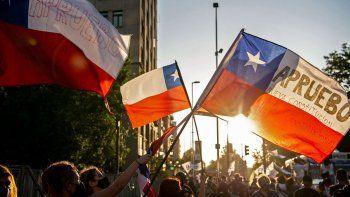 chile elige hoy si quiere una nueva constitucion