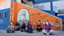 muralistas pusieron en el cuadro de honor a los trabajadores de salud