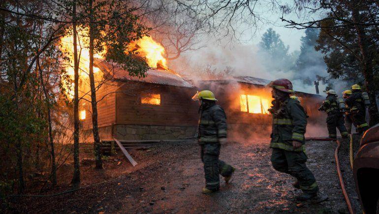 San Martín: voraz incendio los dejó con lo puesto y se salvaron de milagro