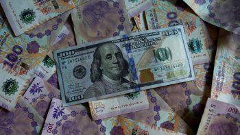El dólar blue sube sin freno y la expectativa de una devaluación crece a la par.