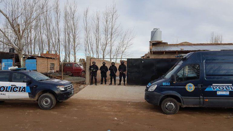 Plaza Huincul: secuestran droga y $100 mil de kiosco narco