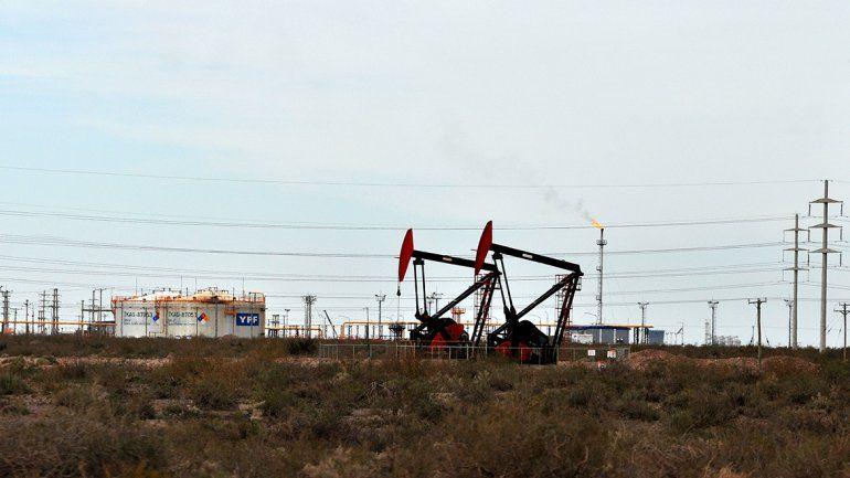 Macri y Gutiérrez abren  la llave de un oleoducto