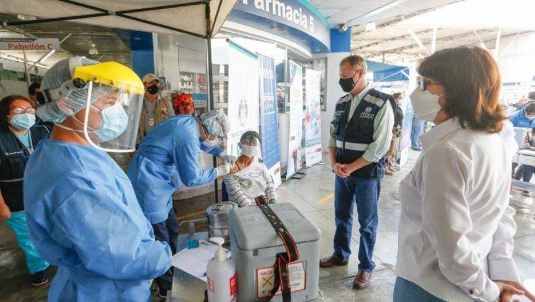 Es probable que las vacunas Pfizer no lleguen a Perú si no resuelve las exigencias entre ambos factores.