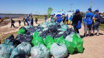 recolectaron 2800 kilos de plastico del rio de la plata