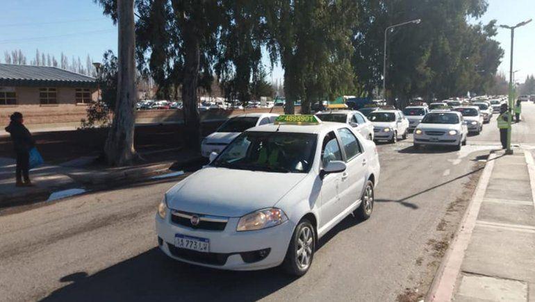 Un bocinazo a favor del personal sanitario en Centenario