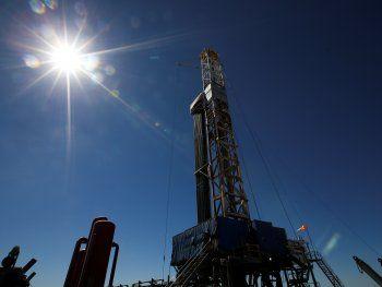 Foto de archivo - Una plataforma de perforación de gas y petróleo en la zona de  Vaca Muerta, provincia patagónica de Neuquén, Argentina. Jan 21, 2019. REUTERS/Agustin Marcarian