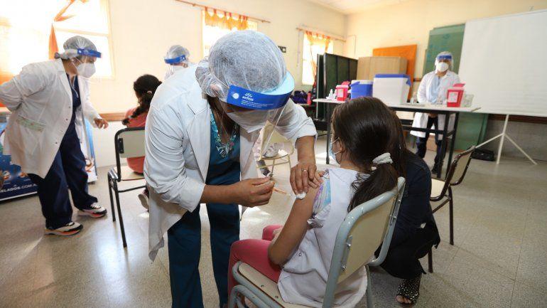 Arrancó la vacunación en las escuelas y anunciaron la llegada de nuevas dosis