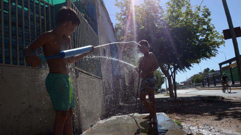 Ante la ola de calor piden controlar el consumo de agua