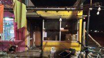 un hombre lucha por su vida tras voraz incendio en una rotiseria