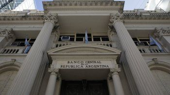 El Central sacrifica reservas para contener al dólar y baja las expectativas de diciembre