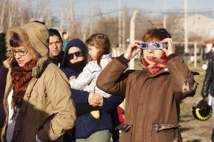 La UNCo regalará gafas para ver el eclipse solar