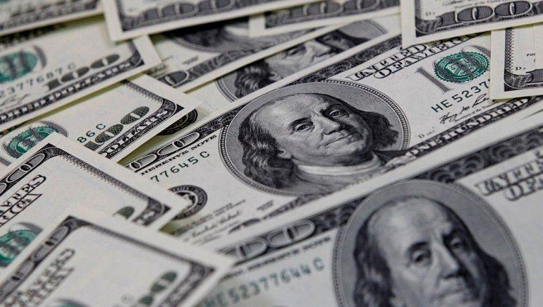 Así cotiza el dólar oficial y el blue este 19 de abril