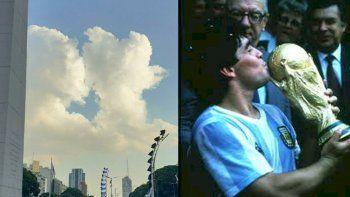 Maradona y la Copa del mundo. En la otra imagen, las nubes.