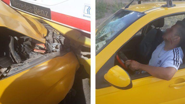 Un taxista no frenó y se tragó un colectivo desde atrás
