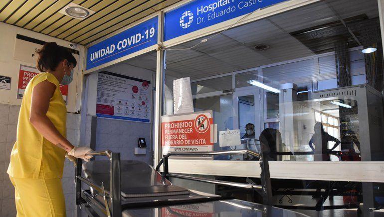 57 personas con COVID esperan en las guardias por una cama