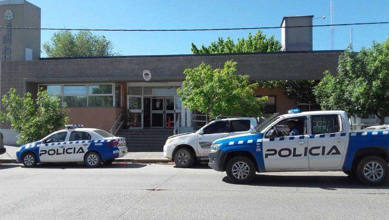 Un violento golpeó a una policía mientras era detenido por amedrentar a su ex