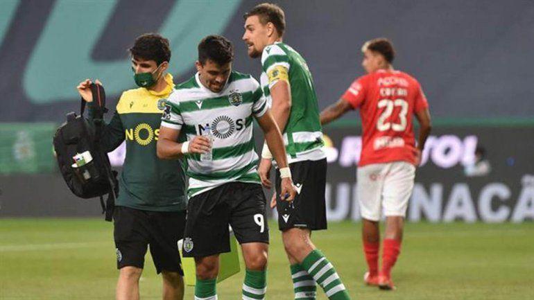 El Huevo Acuña, de estrenar puesto a salir lesionado en el Sporting