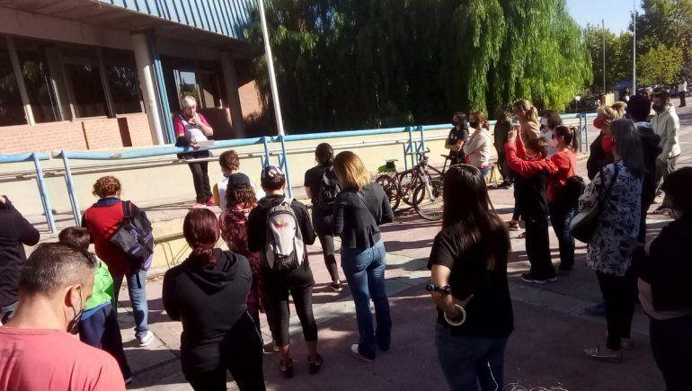 La comunidad educativa del IFD 6 protesta en el Consejo de Educación