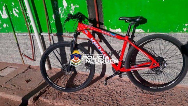 A punta de pistola, le robaron la bicicleta en Huincul