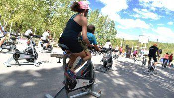 Gran interés por las clases de bicis fijas en los balnearios
