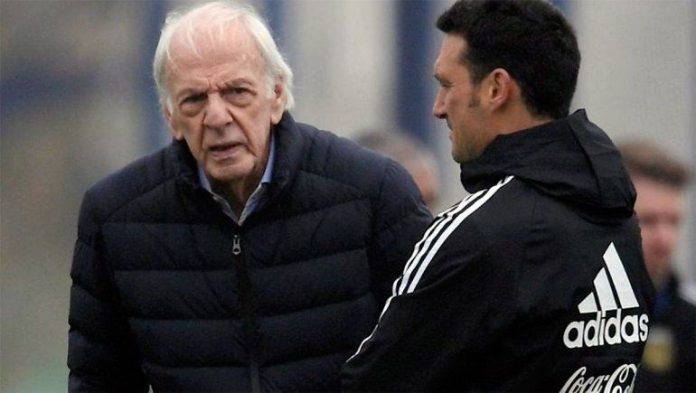 César Luis Menotti junto a Lionel Scaloni.