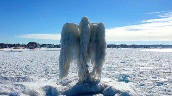 Twitter: apareció un misterioso ángel de hielo en lago de EEUU