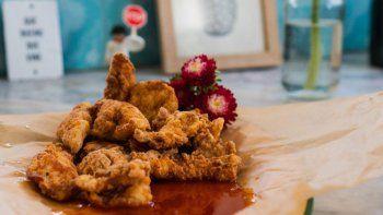 receta para comer con la mano: pollo frito