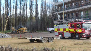Evacuaron un edificio en Centenario por una pérdida de gas
