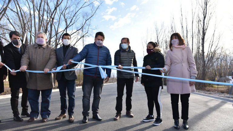 Gaido inauguró el asfalto la calle Tronador en su paso hacia el río Limay