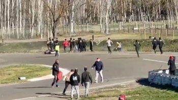 video: pilotos neuquinos terminaron a las pinas en el autodromo de roca