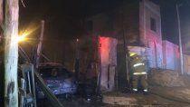 dos incendios destruyeron dos viviendas, un taller y dos vehiculos