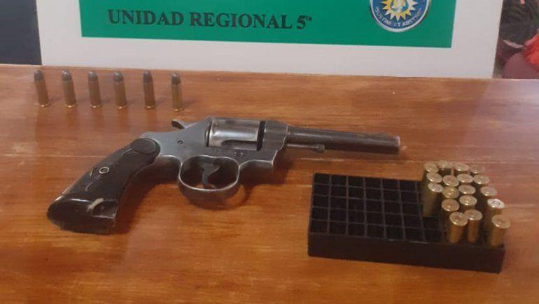 Allanaron la casa de un hombre denunciado por violencia de género y hallaron un arma