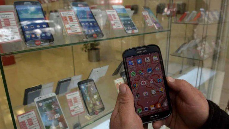 El Gobierno logró congelar los precios de celulares y otros electrónicos hasta octubre